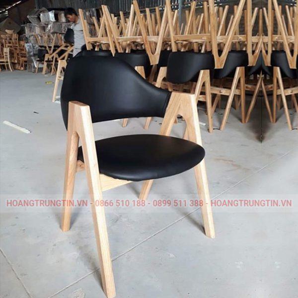 bàn ghế gỗ dùng trong Bar