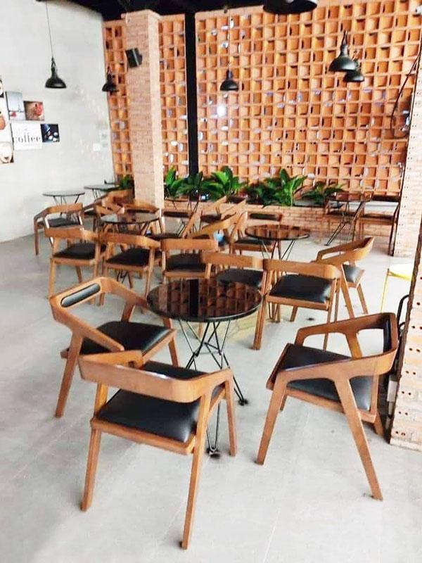Bàn ghế gỗ trà sữa bền bỉ