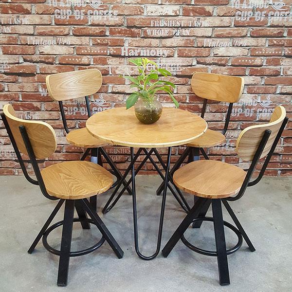 Bàn ghế gỗ trà sữa chân sắt phong cách Vintage
