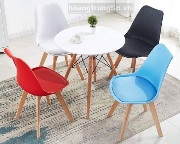 Bàn ghế gỗ trà sữa kết hợp nhựa độc đáo