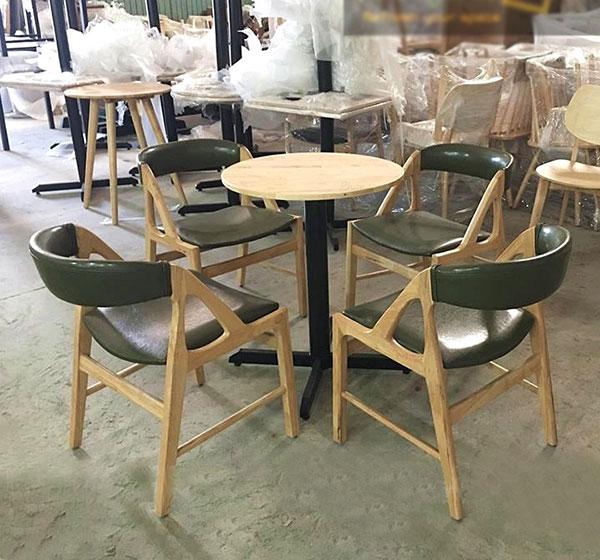 Bàn ghế gỗ trà sữa mặt tròn đẹp