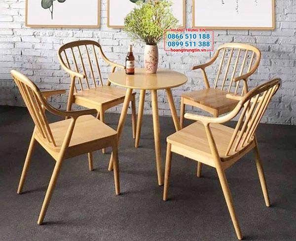 Bàn ghế gỗ trà sữa dạng tròn, kết hợp với ghế dựa