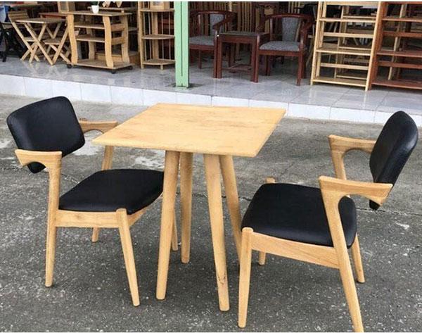 Bàn ghế gỗ trà sữa mặt vuông nhỏ gọn