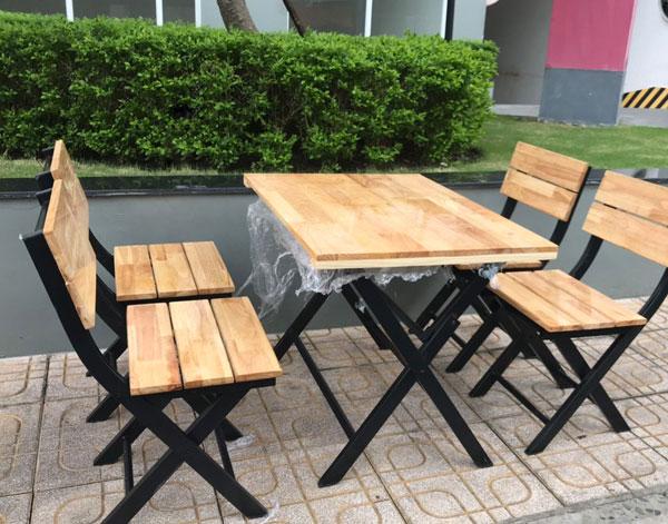 Bàn ghế quán ăn, quán nhậu khung sắt gỗ– BGQAHTT004