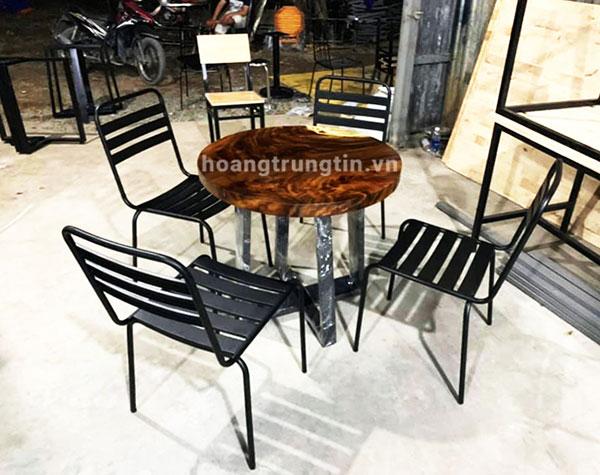 Bàn ghế sắt trà sữa mặt gỗ