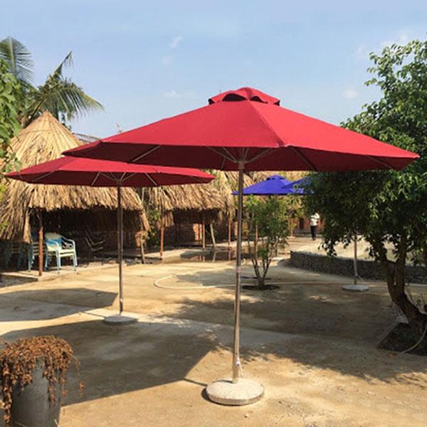 Dù cafe chính tâm sử dụng trong không gian sân vườn