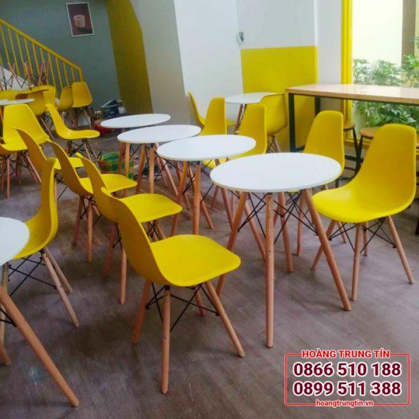 bàn ghế quán trà sữa mặt nhựa chân gỗ